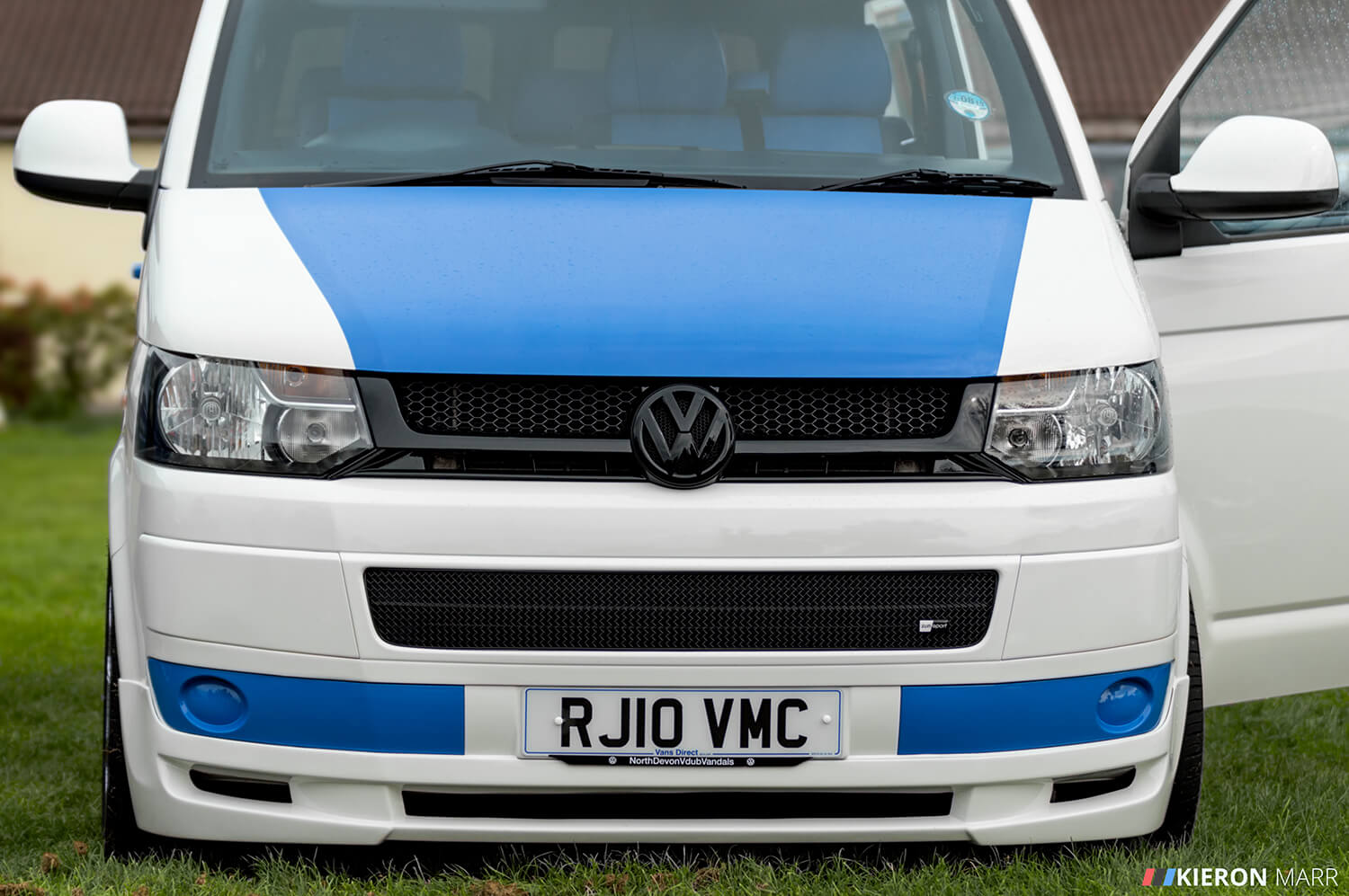 Volkswagen Transporter - Blue/White